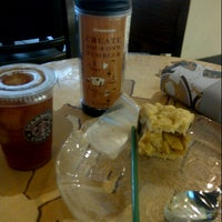 Photo taken at Starbucks by Quartini L. on 7/16/2012