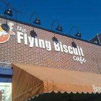 Das Foto wurde bei The Flying Biscuit von Jason C. am 12/3/2011 aufgenommen