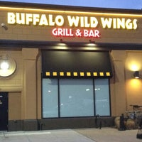 Foto diambil di Buffalo Wild Wings oleh John M. pada 2/11/2012