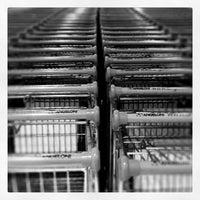 Foto tirada no(a) Supermercado Angeloni por Daniel B. em 11/8/2011