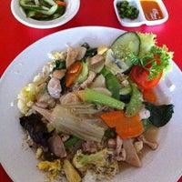 Photo taken at Bakmi Ayam & Chinese Food AKAI by Marlen on 7/31/2011