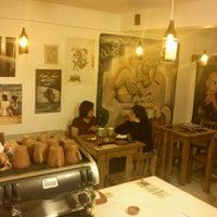 Photo taken at Nikté : Música • Café ☮♩♪♫♬ by Ri60 T. on 10/13/2011