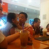 Photo taken at The Coffee Bean & Tea Leaf by Pham M. on 6/3/2012