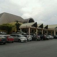 Photo taken at Dewan Gemilang UKM by Radzi D. on 11/27/2011