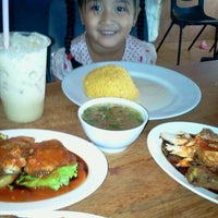 Photo taken at Tat Nasi Ayam by Muzaffar M. on 1/28/2012