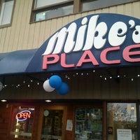 Photo prise au Mike's Place par Stephen F. le5/21/2012