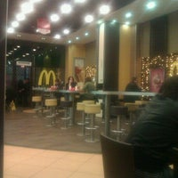 Das Foto wurde bei McDonald's von El W. am 12/11/2011 aufgenommen