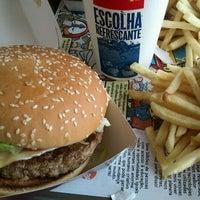 Foto tirada no(a) McDonald's por Leandro P. em 12/16/2011