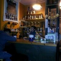 Foto scattata a The Random Tea Room da Sa Rah G. il 1/31/2012