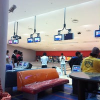 Photo taken at Universal Bowling Center by أحمد ا. on 2/15/2012