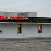 Foto diambil di Big Donut oleh Robert R. pada 7/12/2012