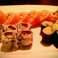 Photo prise au Shogun Japanese Steakhouse & Sushi Bar par Becki F. le10/18/2011