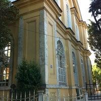 Foto diambil di Altunizade Camii oleh Ahmet F. pada 6/24/2012
