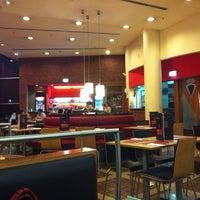 Foto tirada no(a) Pizza Hut por Nuno Rafael R. em 4/5/2012