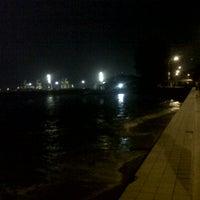 Photo taken at Esplanade (Padang Kota Lama) 舊關仔角 by Amirul A. on 7/20/2012