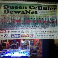 Photo taken at Queen Celuller by Putrananda P. on 11/14/2011