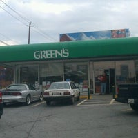 Photo taken at Green's Beverages by Roberto N. on 10/28/2011