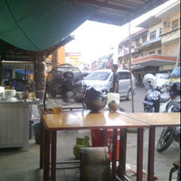 Photo taken at Bakmie Oukie by Alexius L. on 6/12/2012