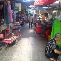 Photo taken at ตลาดใหม่เยาวราช by NuNing Z. on 11/24/2011