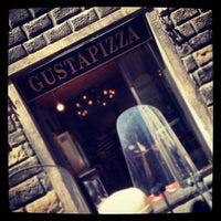 Foto tomada en Gusta Pizza por Rob H. el 5/12/2012