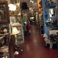 Das Foto wurde bei Uncommon Objects von Miranda O. am 2/6/2012 aufgenommen