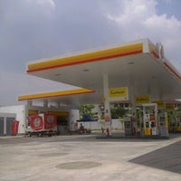 Photo taken at Shell Bandar Kinrara 5B by Zcat S. on 3/7/2011