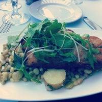 4/29/2012 tarihinde Cyndi Z.ziyaretçi tarafından Aria Restaurant'de çekilen fotoğraf