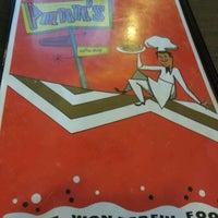 12/30/2011 tarihinde Anthony B.ziyaretçi tarafından Pann's Restaurant & Coffee Shop'de çekilen fotoğraf