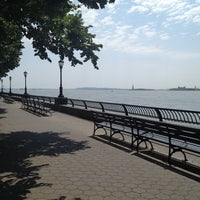 Photo prise au Battery Park City Esplanade par Melissa D. le6/28/2012
