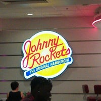 Photo taken at Johnny Rockets by Christopher on 6/26/2011