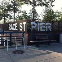 Foto tomada en Race Street Pier por Jeff K. el 7/16/2011