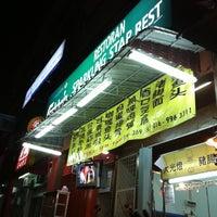 Photo taken at 满天星海鲜饭店 Restoran Sparkling Star Rest by Loo C. on 10/13/2011