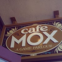 Foto scattata a Cafe Mox da Darren M. il 8/4/2012