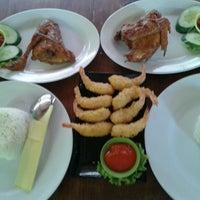 Photo taken at Pasundan Wisata Kuliner by Ayuna G. on 9/10/2012