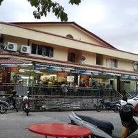 Photo taken at Restoran Ameer Ehsan by Ap R. on 12/29/2011