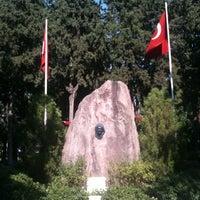 8/16/2012 tarihinde hüLLa ✌️ziyaretçi tarafından Zübeyde Hanım Anıt Mezarı'de çekilen fotoğraf