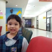 Photo taken at คลีนิคศูนย์แพทย์พัฒนา(ตึกใหม่) by Suticha on 9/11/2012