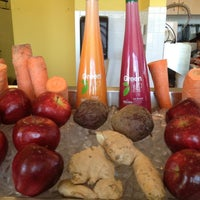 5/19/2012にKellie K.がRobeks Fresh Juices & Smoothiesで撮った写真