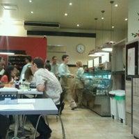 Foto tirada no(a) Café Caliente por Fabiano M. em 2/23/2012