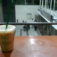 Photo taken at Starbucks by きゅうじゅうよん on 9/13/2011