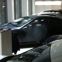 Das Foto wurde bei Maserati of Manhattan von Maik S. am 2/7/2012 aufgenommen