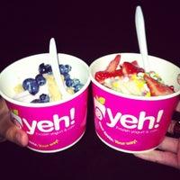 Photo taken at Yeh! Yogourt Glacé et Café by Ali C. on 8/20/2012