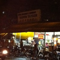 Photo taken at Super Tanker Food Centre (美麗華飲食中心) by Joey C. on 11/19/2011