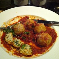 Foto tomada en Lu Nello Restaurant por Suzanne Y. el 8/3/2012