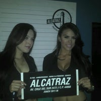 Photo taken at Alcatraz  Rest Bar - Alitas y Cerveza by Efrain F. on 1/25/2012