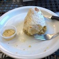 Снимок сделан в Phelan Good Cafe пользователем Nicole B. 11/8/2011