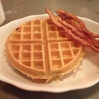 Foto tirada no(a) Crosstown Diner por Alex S. em 2/25/2012