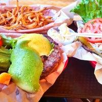 Foto tomada en Kua'āina Sandwich por Vic M. el 6/25/2012