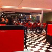 Photo taken at Eddie Fine Burgers by Emilio B. on 4/2/2011