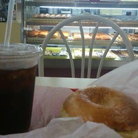 Photo taken at Winchell's DONUT HOUSE by Woodeight M. on 8/12/2012